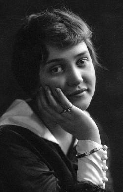 Marian McIntyre